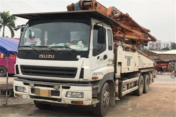 USED ISUZU-ZOOMLION Concrete pump truck with 43m pump